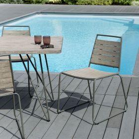 Lot 2 chaises jardin teck teinté grisé et métal  Macabane HYANCINTE modèle empilable